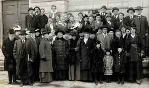 DGS Coll SR citizens on Courthouse Steps Lft Side