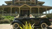 silverek-in-front-of-mansion